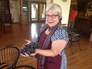 Leanne showing off some grapes. (Courtesy: Leanne Wiberg)